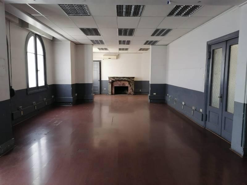 Oficina en Av. Eliodoro Yañez a pasos del Metro Salvador