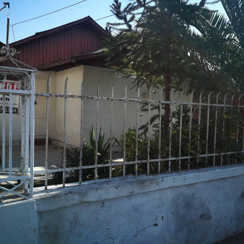 Amplia casa en Villa Macul para remodelar