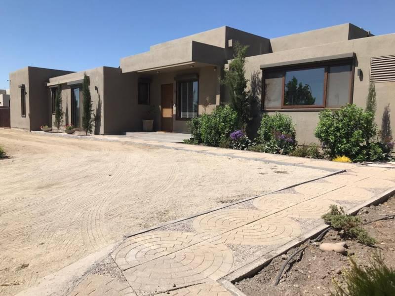 Espectacular casa mediterránea en condominio en Linderos