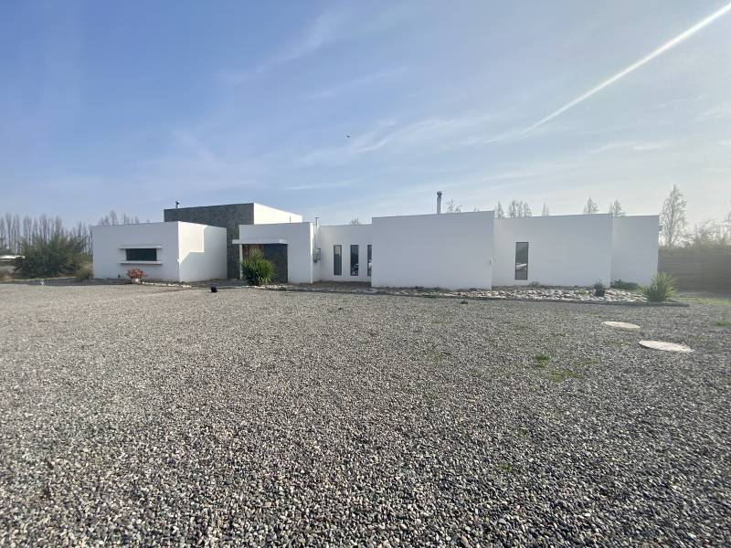 Casa mediterránea en parcelación en Linderos