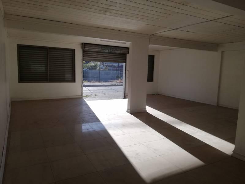 Local Comercial de 80 m2 / 1 Baño ubicado Esquina Plazo Lota