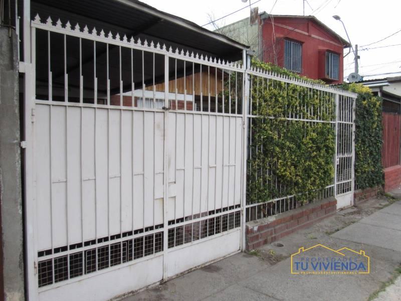 Casa en San Bernardo con excelente conectividad.