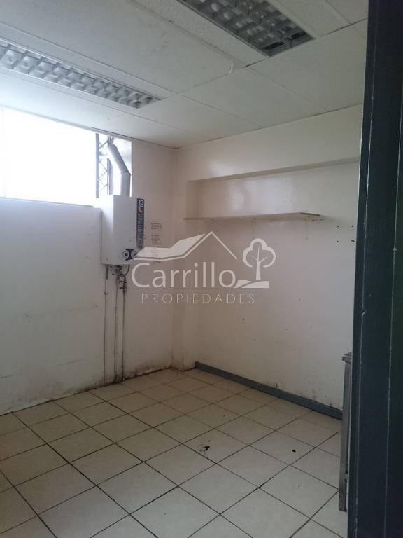ARRENDAMOS AMPLIO LOCAL COMERCIAL PLENO CENTRO