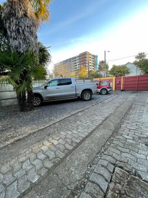 Céntrica propiedad con amplio estacionamiento. Desde 8 vehíc