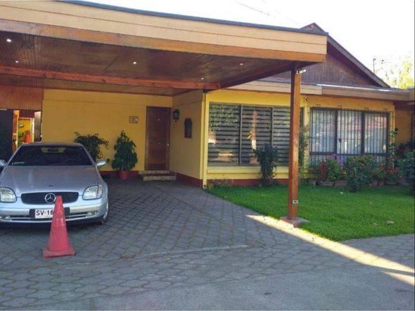 CASA FAMILIAR EN  CONDOMINIO CON PRIVILEGIADA UBICACION