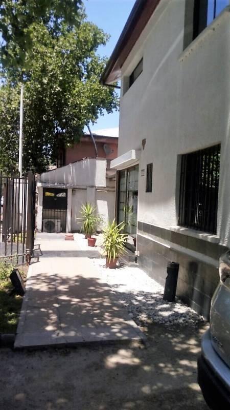 VENTA DE CASA EMPRESA, EXEQUIEL FERNÁNDEZ, ÑUÑOA (CÓD. 1053)