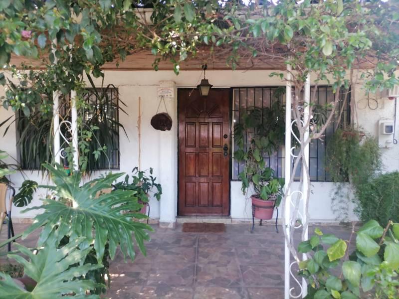 Se vende amplia casa en Villa México- Cerrillos
