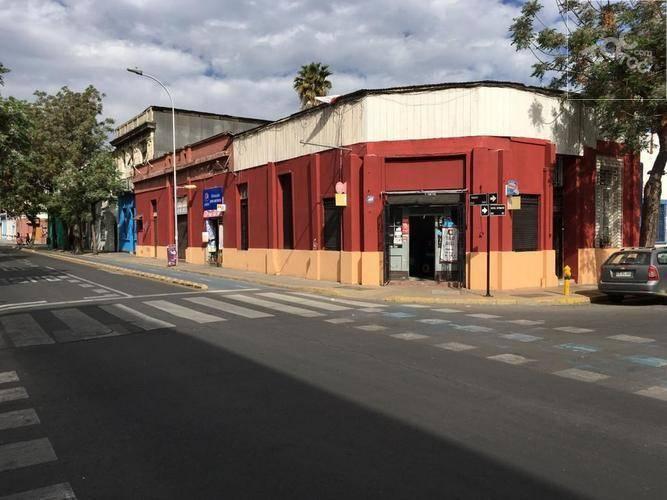 SE VENDE CASA ACOGEDORA CON VARIOS LOCALES COMERCIALES