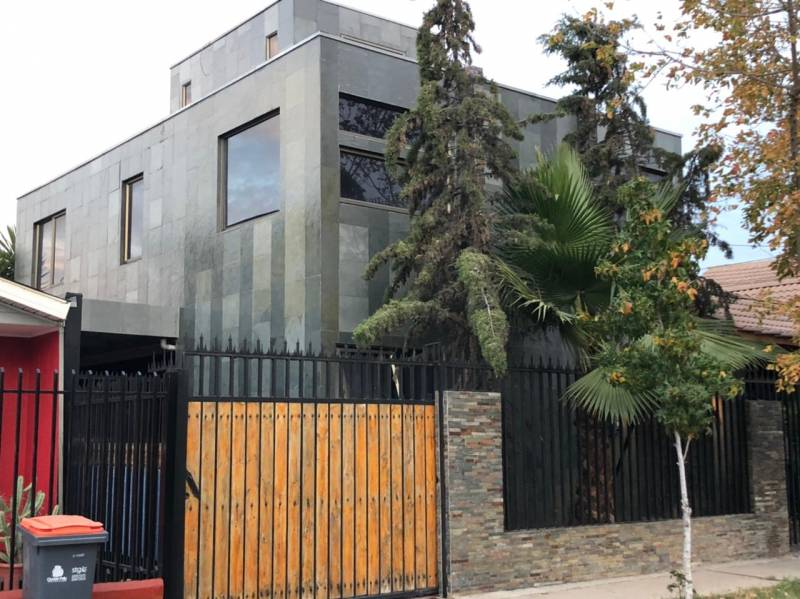 HERMOSA  CASA DE 2 PISOS EN PORTAL DEL VALLE II - LOS HEROES