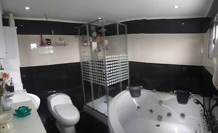 Amplia casa 5 dormitorios 2 ba os jacuzzi y estacionamient en top propiedades - Banos con jacuzzi ...