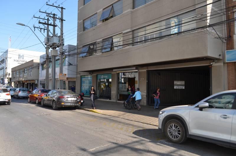 GRAN OFICINA EN EDIFICIO MONTT