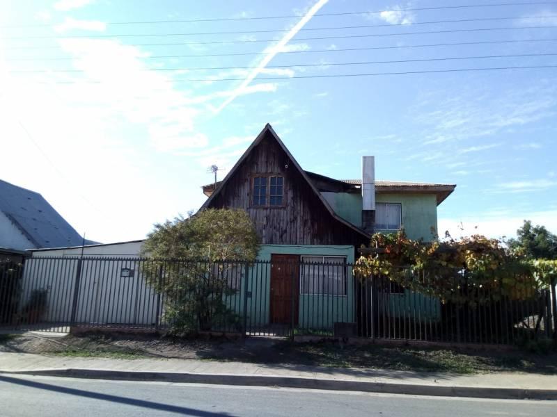 Amplia casa, casa blanca Molina