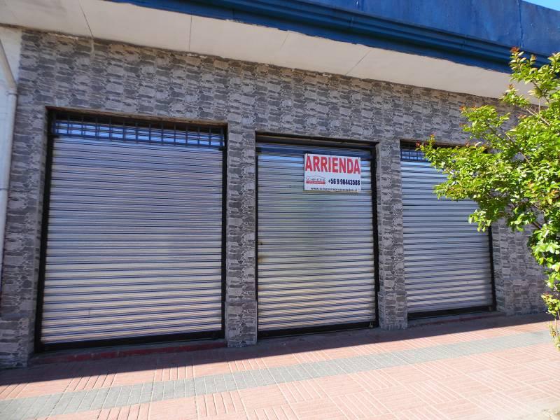 Dos céntricos  locales comerciales contiguos, tres cortinas