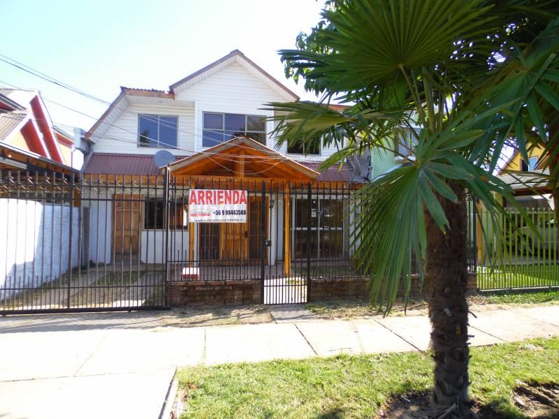 Atractiva casa en calle amplia y barrio tranquilo; Linares