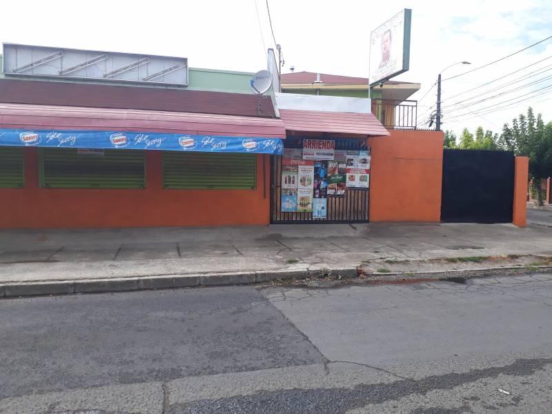 Amplio local comercial en arriendo en calle principal