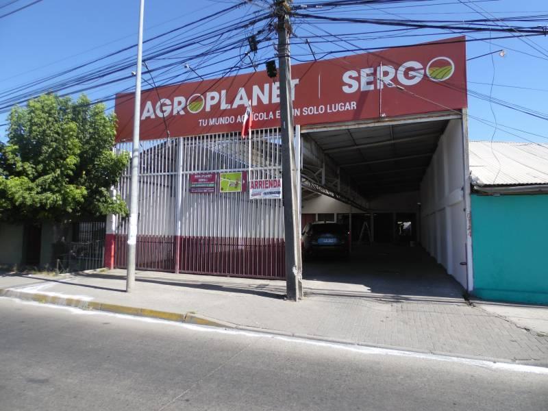 Amplio local en principal avenida de acceso a la ciudad