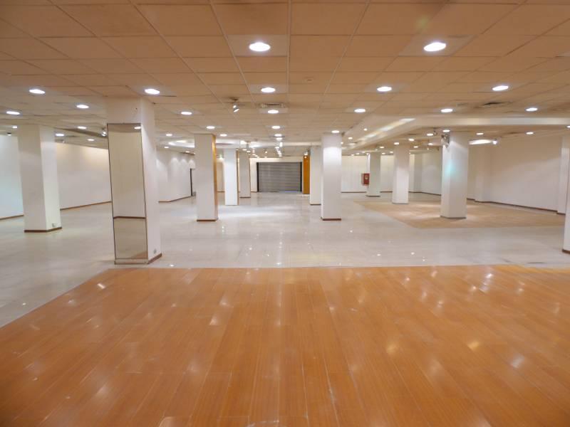 Amplio, remodelado y céntrico local comercial / oficinas