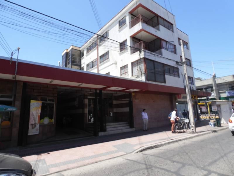 CÉNTRICA OFICINA EN 4 PISO DOS PRIVADOS Y DOS BAÑOS