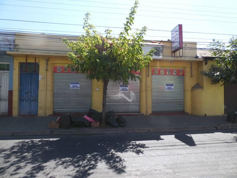 Amplio local remodelado en barrio comercial brasil; Linares