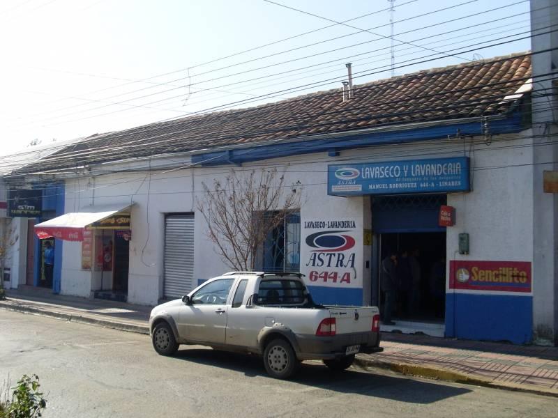 DOS AMPLIAS PROPIEDADES A METROS DE PLAZA DE LINARES