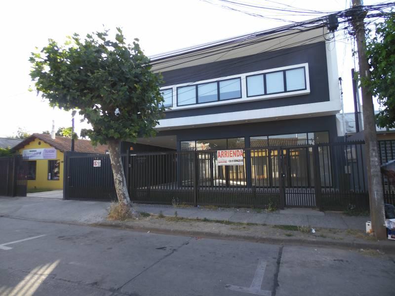 CÉNTRICA OFICINA DE TRES PRIVADOS, HALL DE ACCESO Y NUEVAS