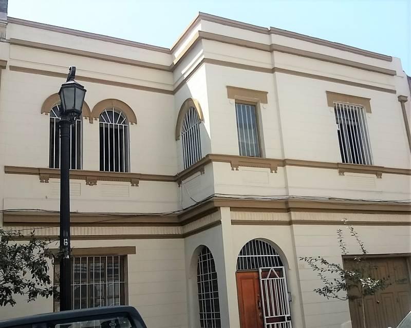 EXCELENTE CASA- OFICINA EN BARRIO PATRIMONIAL YUNGAY