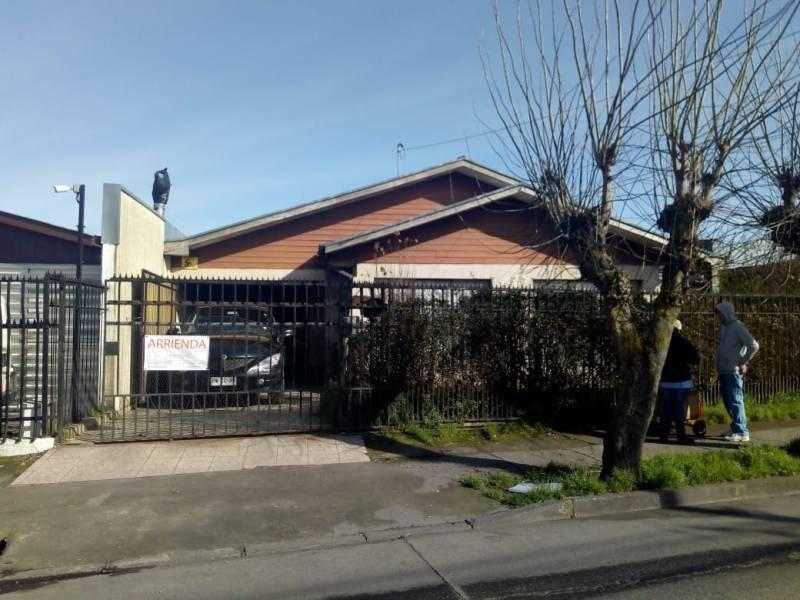 Arrienda Casa en calle Uruguay con proyección uso comercial
