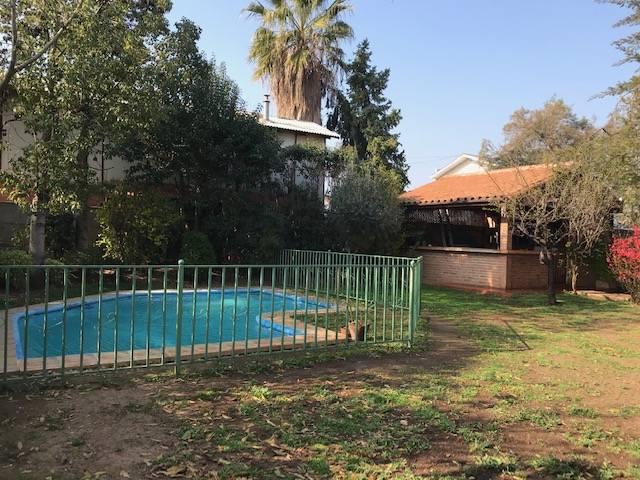 Hermosa casa, piscina, quincho y  amplio terreno