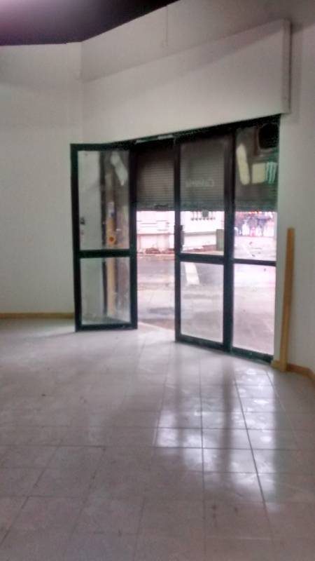 Local de 82 m2  en Pleno Centro , Mac Iver / Santo Domingo.