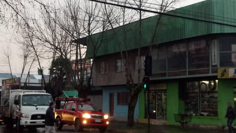 CASA CON LOCALES COMERCIALES ARGENTINA ESQUINA PRAT RUBRO MO