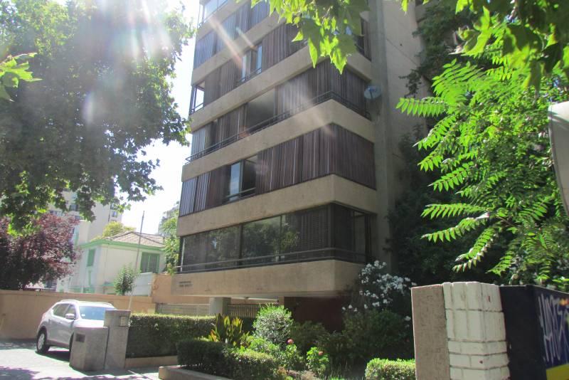 Estupendo Depto Av Colón edificio de 9 pisos y 2 por piso,