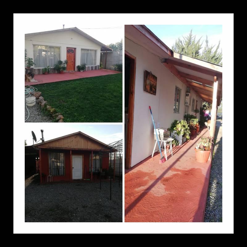 Se vende sitio con tres casas en Linares