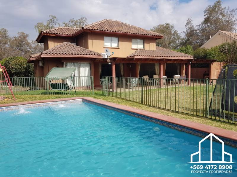 Amplia casa chilena - Santa Elena de Chicureo