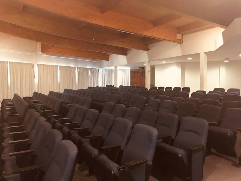 ARRIENDO AMPLIA PROPIEDAD EN VIÑA  ( EDUCACIONAL Y CULTURAL)