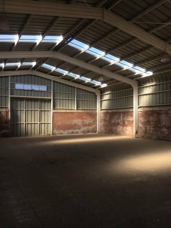 Sitio 2000 m2 con galpón de 800 m2