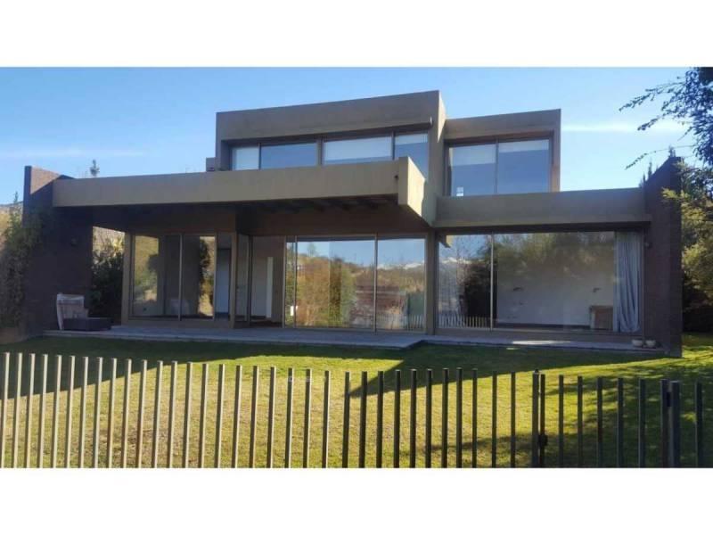Vendo casa Condominio Los Bravos, Interior.