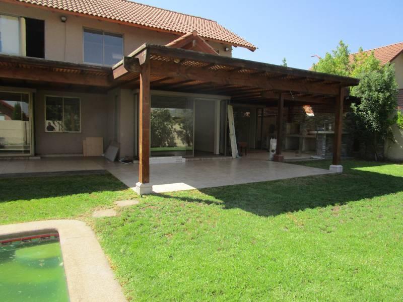 Hermosa casa  a cuadras de Clínica Las Condes, Peñalolen.