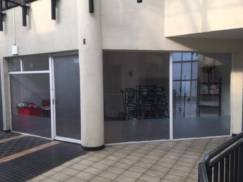 EN CENTRO COMERCIAL LO CASTILLO, ILUMINADO Y ESPACIOSO