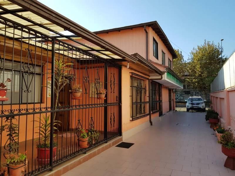 Limache: amplia casa con destino comercial pleno centro