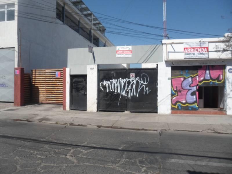 Local comercial en Mujica, 2 cuadras del mall