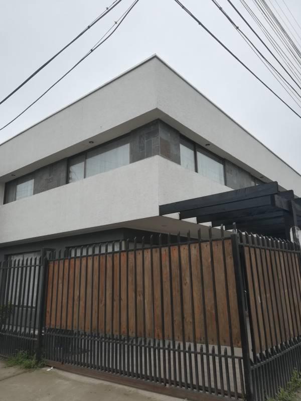 Amplia y Moderna Casa en Rauquen