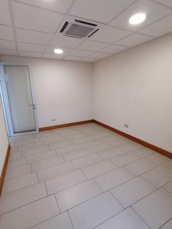Oficina de dos privados en Torre Carmen