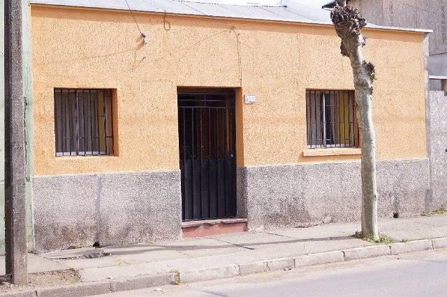 CASA UBICADA EN SECTOR CÉNTRICO DE LA CIUDAD DE LINARES