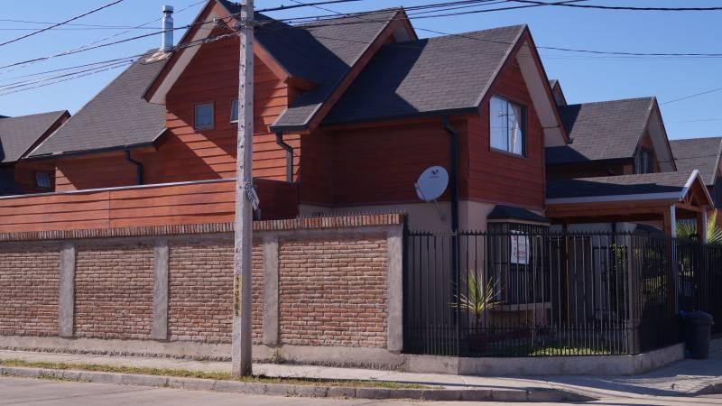 CONFORTABLE CASA EN VILLA LOS PORTONES, LINARES.