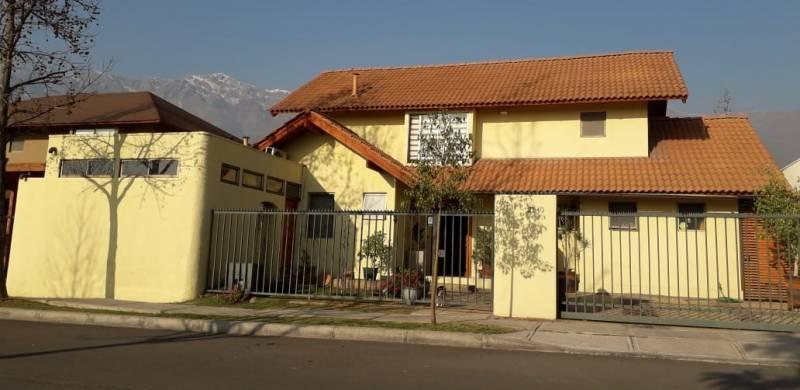 Linda casa en condominio de Peñalolén