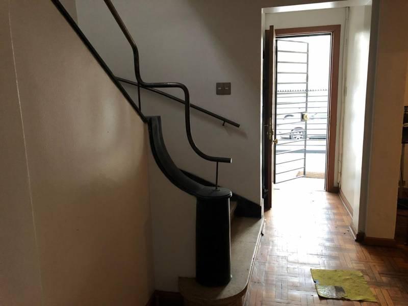 Amplia casa-oficina estilo art deco, en Providencia