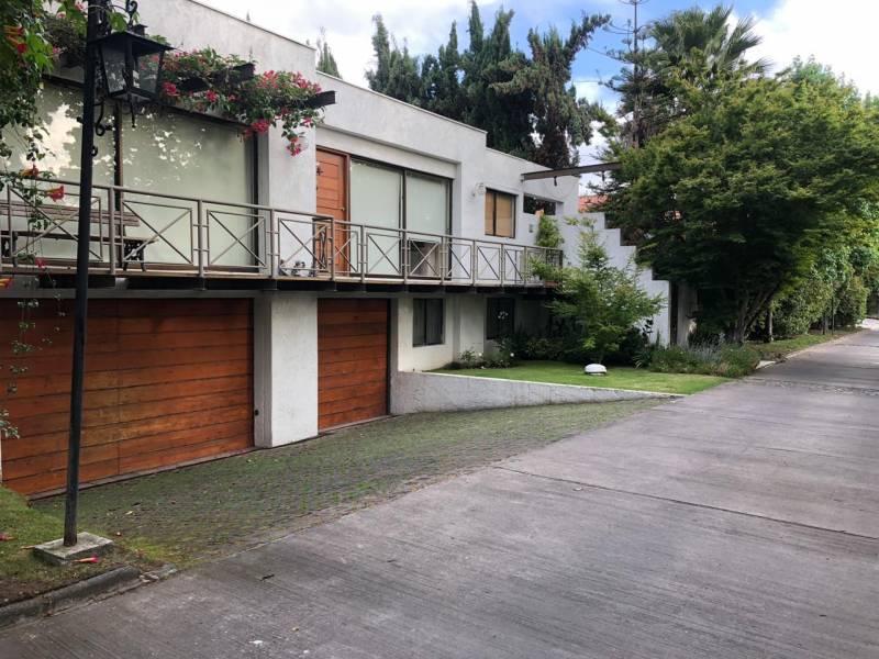Casa tipo mediterránea en condominio La Reina/ Santiago