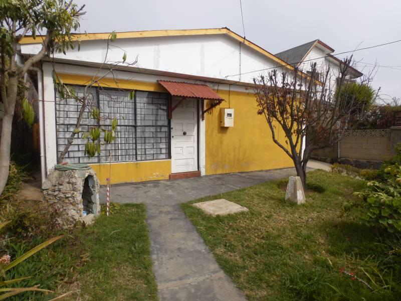CÓMODA CASA, UBICADA EN TRANQUILO BARRIO RESIDENCIAL