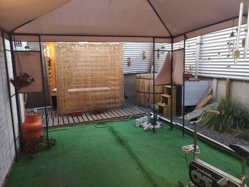 Vendo cómoda casa cerca estación metro El Belloto