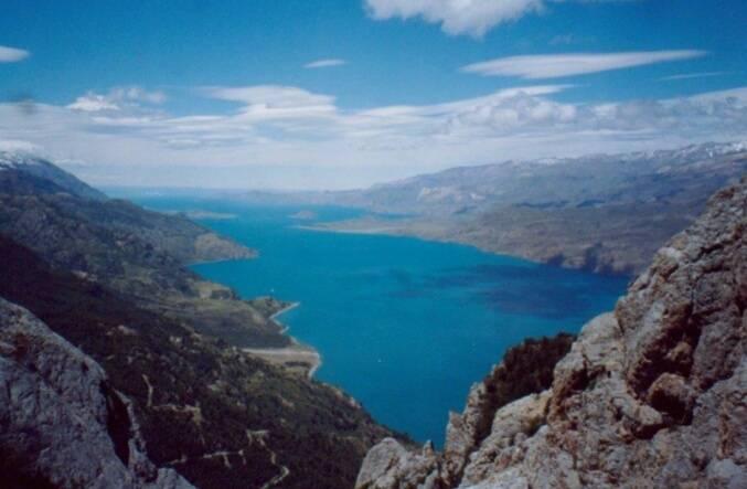 Campo con Orilla de Lago General Carrera.